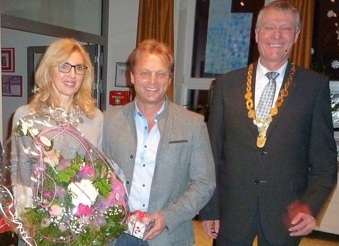 Sylvia und Max Wagner mit Bürgermeister Sepp Marchl