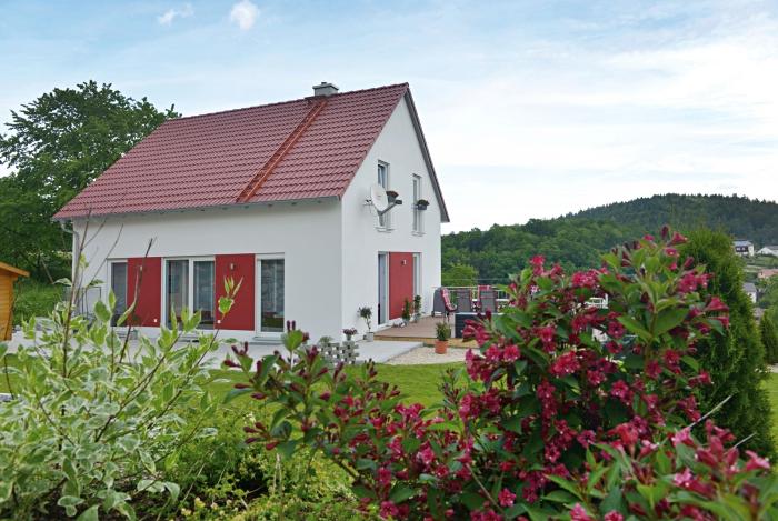Junge-Familie-Massivhaus-Hilpl-Wagner-Bau-700-467-Seitenansicht